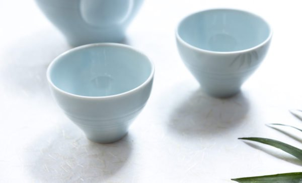 HUG THE TEA light blue cups