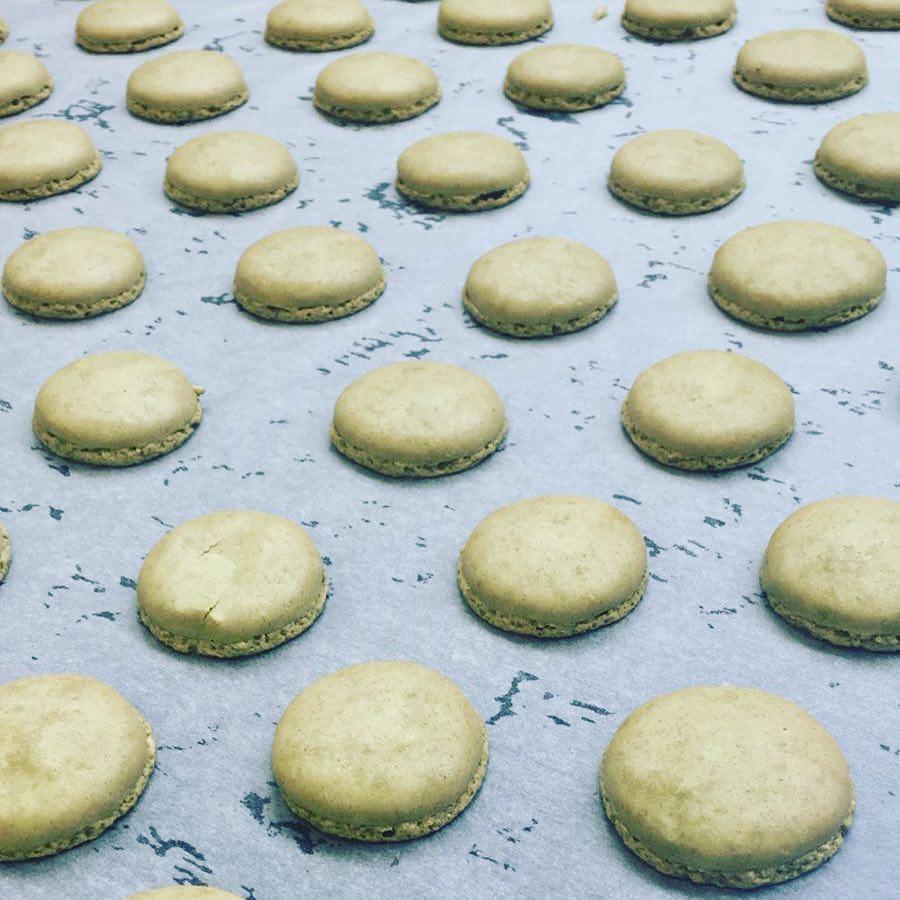 matcha-macaron-making