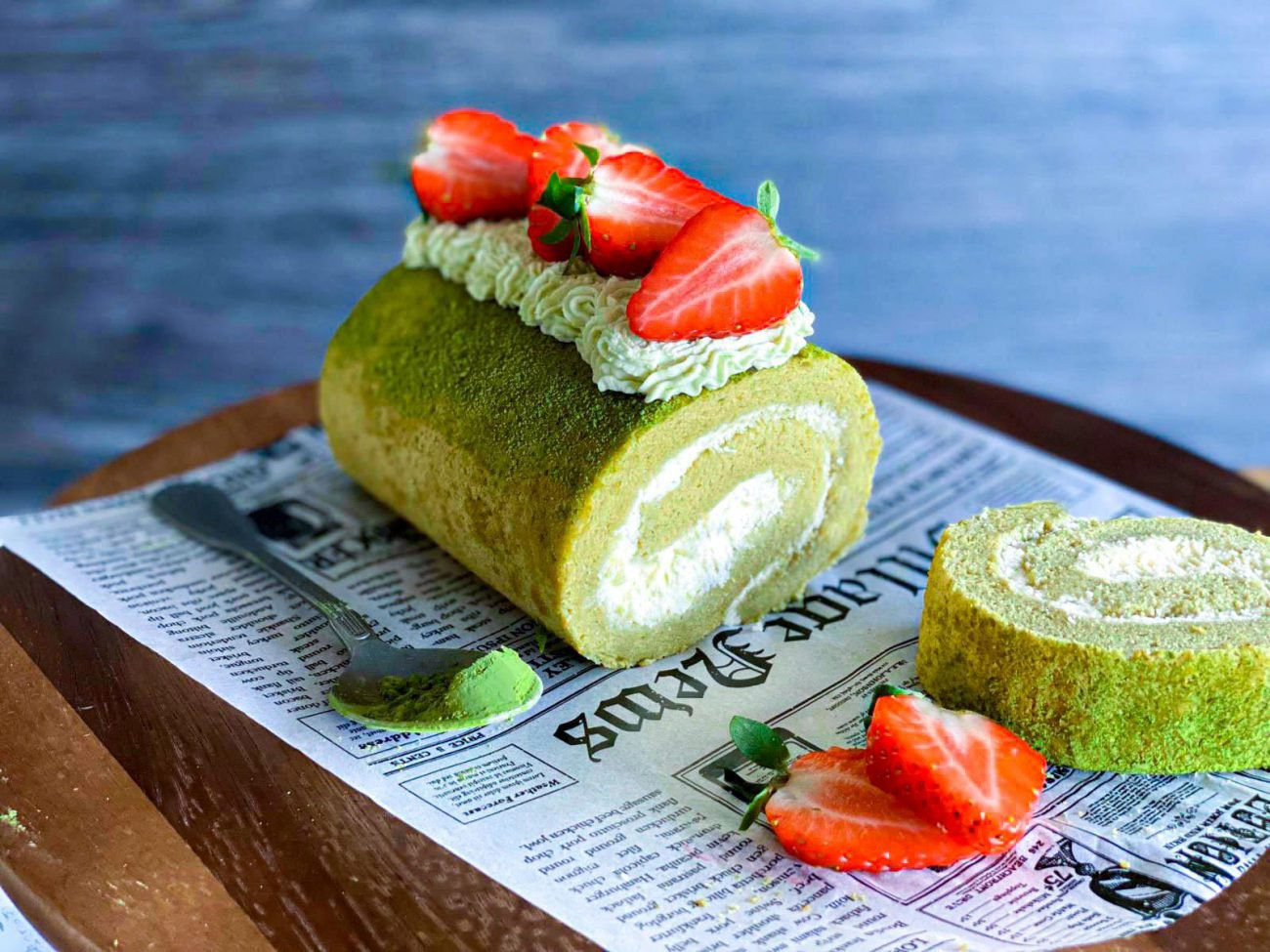 Matcha roll cake hug the tea