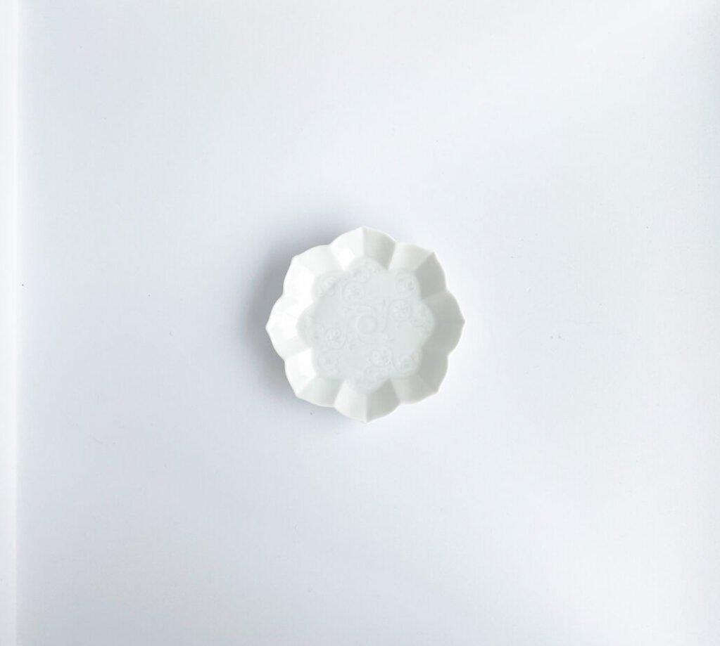 white plate summer