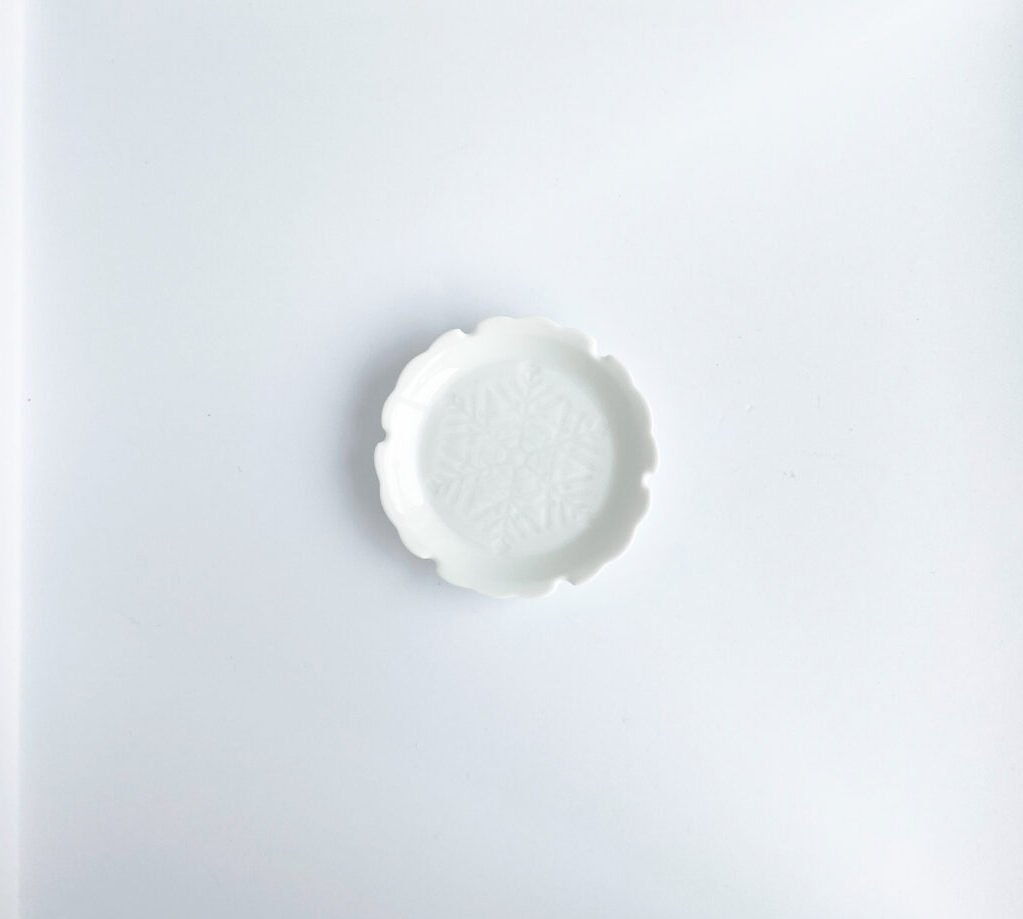 white plate winter